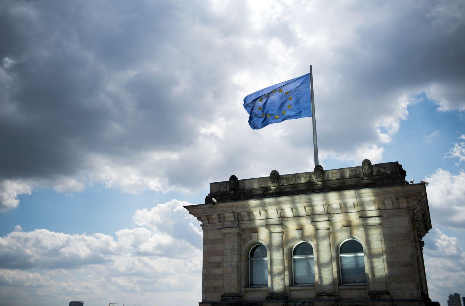 Europa-Flagge auf dem Reichstag