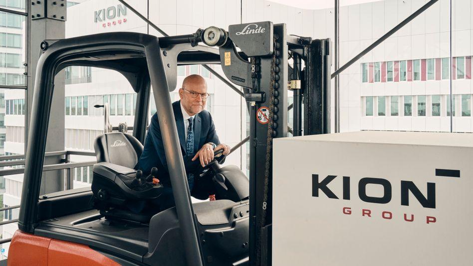 Der Transformator: Kion-Chef Gordon Riske hat Freude an Gabelstaplern und Software, die automatisierte Lager steuert