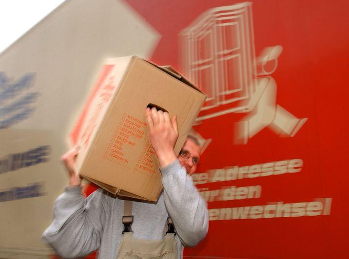 Angepackt: Umzüge aus beruflichen Gründen darf der Arbeitgeber steuerfrei bezuschussen