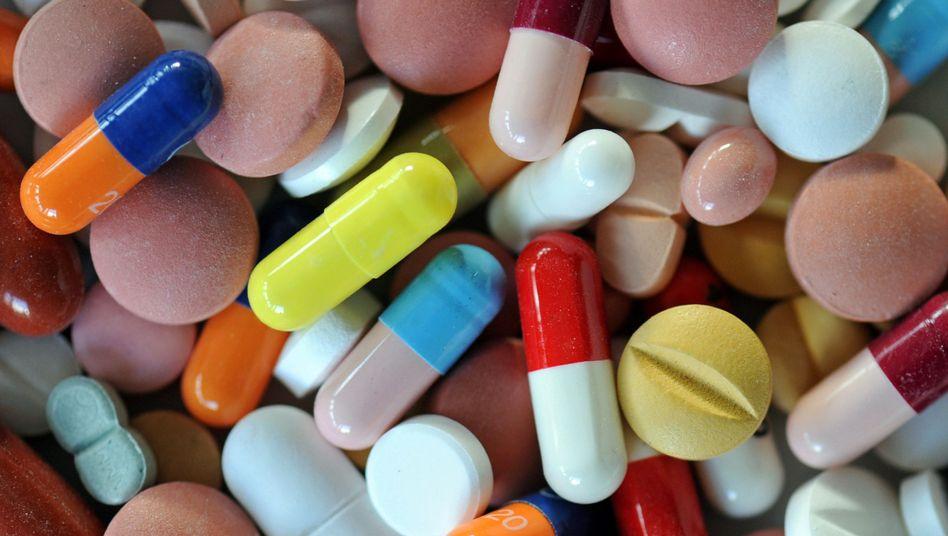 Pharmabranche im Umbruch: Kostendruck im Gesundheitswesen, billigere Nachahmerprodukte und mangelnder Nachschub an eigenen umsatzstarken Medikamenten zwingen die Pharma-Firmen zu Übernahmen
