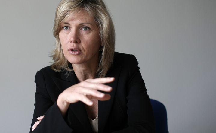 Beatrice Weder di Mauro, eine der meistzitierten Ökonominnen, lehrt derzeit am Insead in Singapur. Die Schweizerin hat einen Lehrstuhl für Internationale Makroökonomie in Mainz, arbeitete für IWF, deutschen Sachverständigenrat und etliche weitere globale Institutionen. Sie gehört den Aufsichtsräten von Bombardier, Bosch und UBS an.