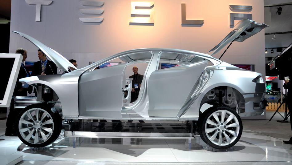 """Tesla-Elektroauto: Das kalifornische Unternehmen hat sich mit seinem Elektrosportwagen """"Roadster"""" einen Namen gemacht"""