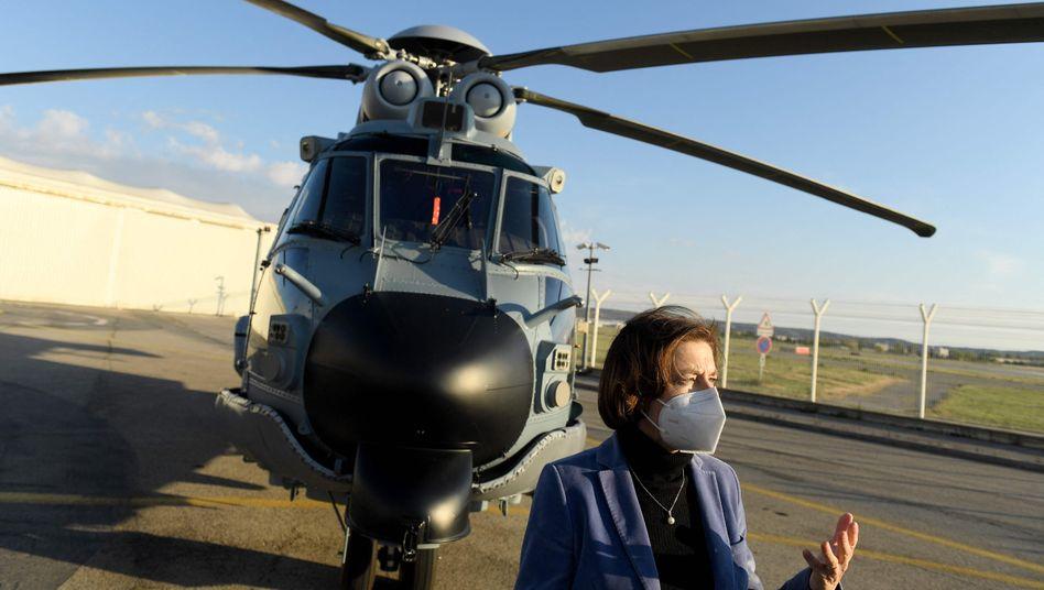 Auch im Hubschraubergeschäft läuft es rund: Die französische Verteidigungsministerin Florence Parly besucht das Airbus-Werk im französischen Marignane