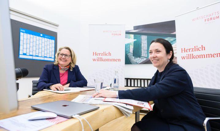 Statt Garage: Die Initiatorinnen Svenja Schulze (l.) und Ines Zenke während eines ersten Netzwerktreffens.