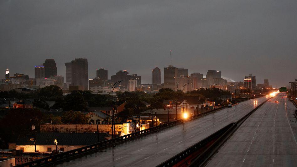 Vorboten des Sturms: Autobahn in New Orleans am Sonntag