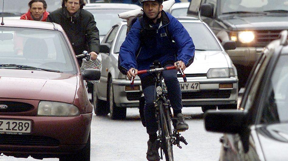 Radfahrer in Berlin: In vielen Städten fehlen gut ausgebaute Fuß- und Radwege