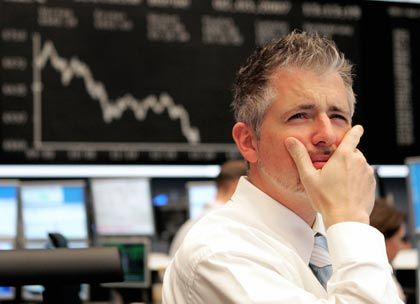 Skeptische Blicke: Analysten kritisieren die angekündigte Übernahme der Depfa durch die Hypo Real Estate (HRE). HRE-Aktien fallen am Montag in der Spitze um mehr als 6,50 Prozent