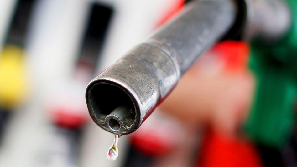 Benzinpreise sinken oft verzögert und keineswegs im gleichen Ausmaß wie die Preise für Öl