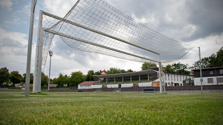 Stadion Lichterfelde in Berlin: (Bild Archiv): Das Stadion ist die Heimspielstätte der 1. Herren-Mannschaft des FC Viktoria 1889 Berlin