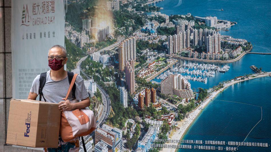 """Dominosteine: Werbung für Evergrande-Projekt """"Emerald Bay"""" in Hongkong"""