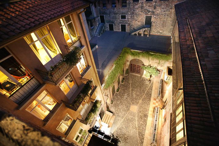 """Schicksalhafte Liebe: Das """"Il Sogno di Giulietta"""" liegt direkt am berühmten Innenhof, in dem Romeo seine Julia umgarnte."""