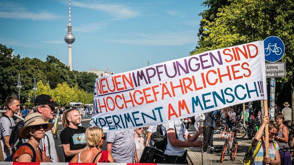 Kaum Akzeptanz:Impfgegner demonstrieren Anfang August in Berlin