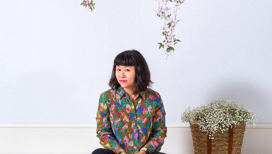"""DSCHUNGELBUCH Naturpanoramen in chinesischer Tusche sind die Spezialität von Sian Zeng, hier """"Clematis Wallpaper"""""""