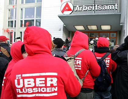 Proteste gegen Hartz IV: Sozialhilfebezieher nun als Arbeitslose registriert