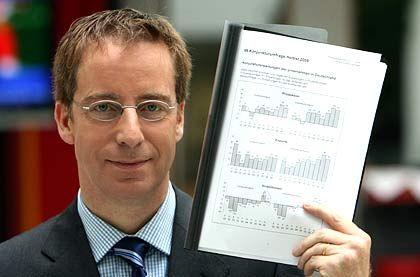Optimistisch für Deutschlands Wirtschaft: Michael Hüther ist seit Juli 2004 Direktor und Mitglied des Präsidiums des Instituts der Deutschen Wirtschaft (IW). Unter anderem arbeitete er zuvor als Chefvolkswirt der Dekabank.