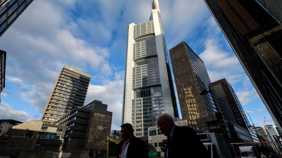 Bankenviertel in Frankfurt: Bis Ende dieses Jahres können Firmen noch Gebühren, die sie seit 2014 gezahlt haben, zurückfordern