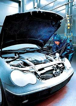 Qualitätsmängel an Zulieferteilen bereiten Autoherstellern Probleme: Kälteprüfhaus in der Bosch-Forschungsabteilung