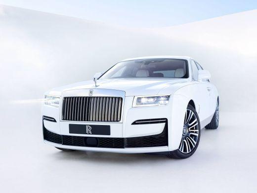 Luxusautomobil: Den Rolls-Royce Ghost kann man auch selbst fahren – schöner ist es jedoch auf der Rückbank, hinten rechts