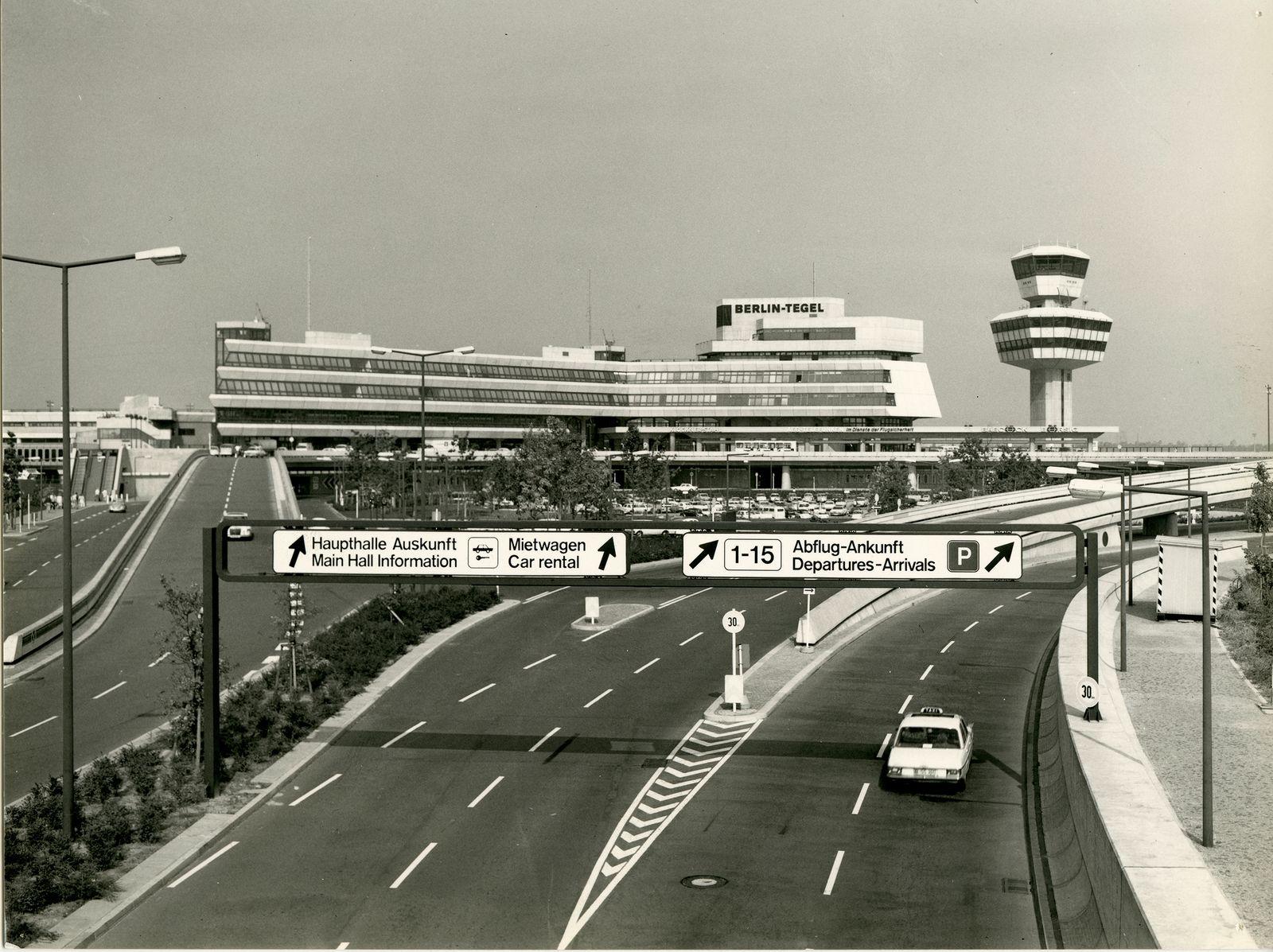 BUCH TXL. Berlin Tegel Airport / Drive to Your Gate / Seite 10-11, Bild 4