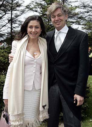 Privat: Als Sohn des früheren Springer-Vorstands Günter Prinz kennt Matthias Prinz die Medienszene seit seiner Geburt; verheiratet ist er mit der PR-Beraterin Alexandra Freifrau von Rehlingen.