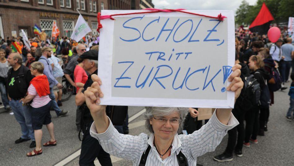 Hamburgs Bürgermeister Olaf Scholz steht nach den Krawallen in der Kritik