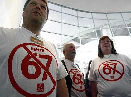 Gegen Rente mit 67: Demonstrationen dieser Art gab es in diesem Jahr genug. Doch Politiker und Experten schwadronieren bereits über die Rente mit 70 oder 77 Jahren
