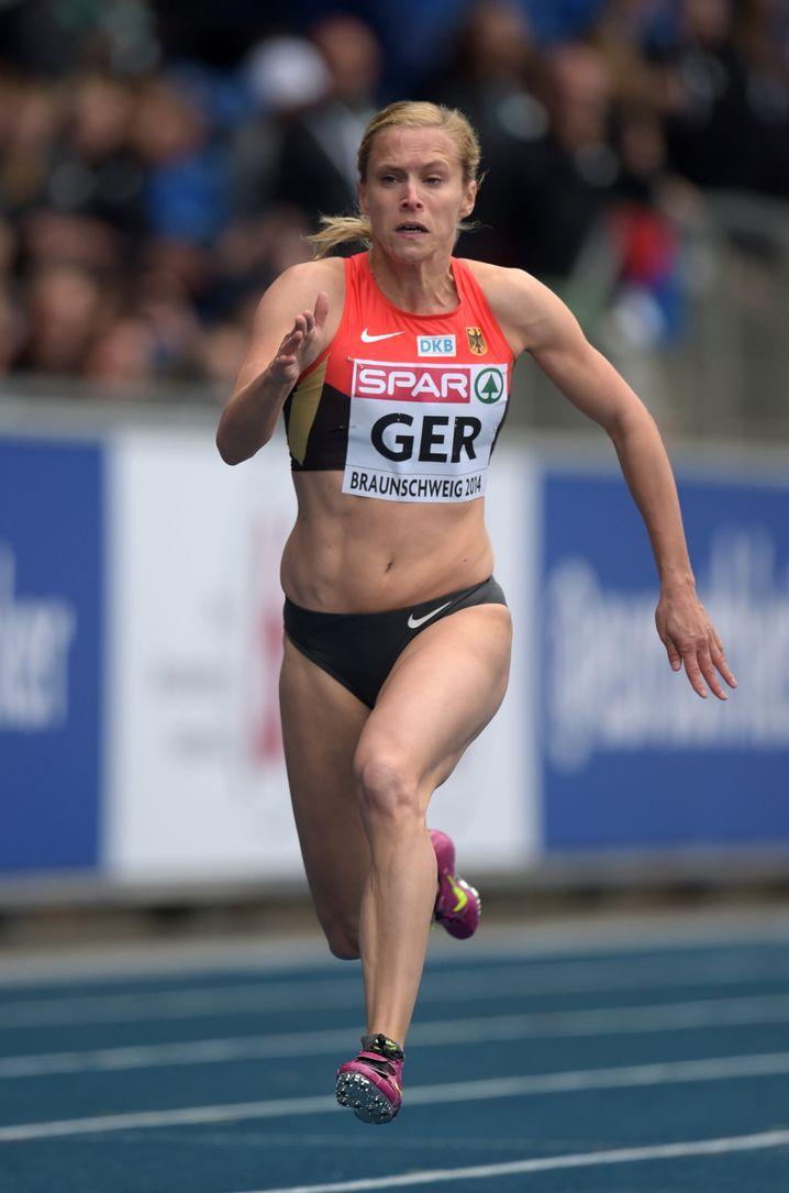 Eine Schwäche für Tartan: Leichtathletin Verena Sailer beim 100-Meter-Lauf
