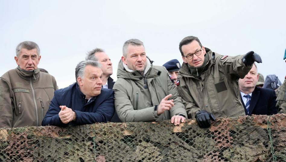 Mehr am Geld als an den Grundwerten der EU interessiert: Ungarns Regierungschef Orban (2. von links), Polens Regierungschef Morawiecki (rechts)