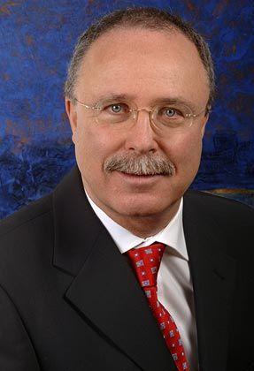 Bernhard Schirmers ist Vorstand und Gründer der SHS Gesellschaft für Beteiligungsmanagement in Tübingen. Die SHS ist im Bereich Venture Capital spezialisiert auf Health Care und Life Science im deutschsprachigen Raum.