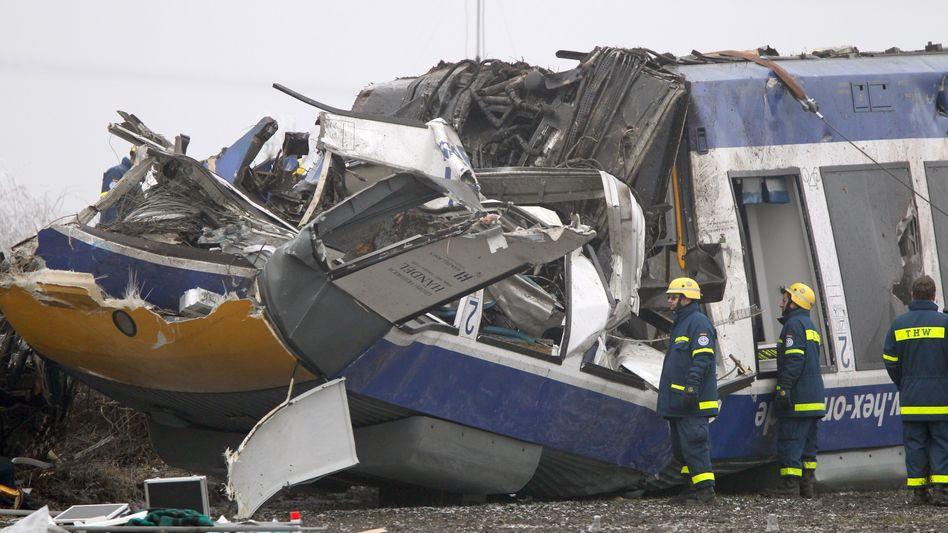 Zugunglück bei Hordorf: Zehn Menschen sind in der Nacht zum Sonntag ums Leben gekommen
