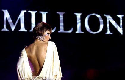 Superreiche unter sich: Nicht nur auf Millionärsmessen - auf dem Bild ein Modell auf jener in Moskau - geht es exklusiv zu. Auch bei der Filmfinanzierung gehen die Millionäre eigene Wege.
