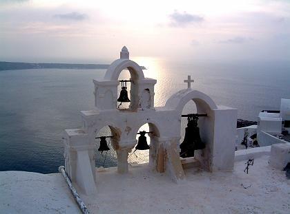 Kirche auf kargem Fels: Mehr als 300 orthodoxe Gotteshäuser für 7500 Einwohner
