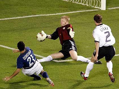 Glänzende Parade von Oliver Kahn im WM-Viertelfinale gegen die USA