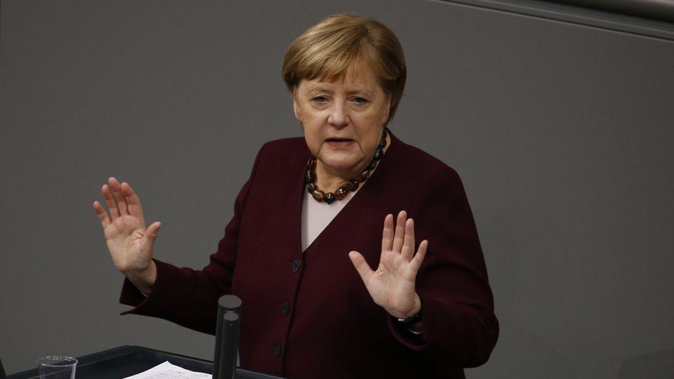 Abwehrhaltung: Bundeskanzlerin Angela Merkel am Donnerstag im Bundestag