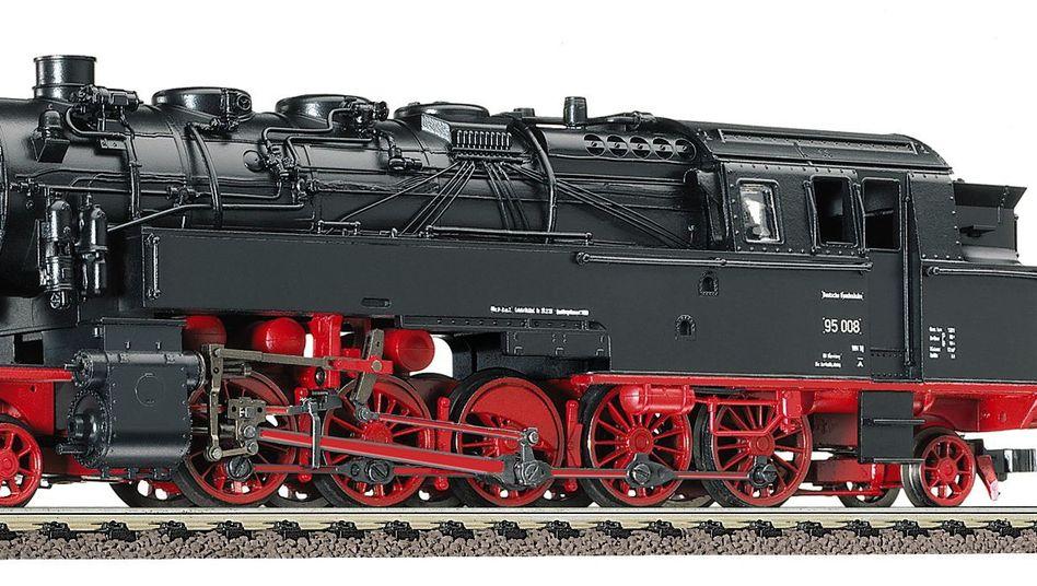 Unter Dampf: Modell der schwersten Tenderlokomotive der Deutschen Bundesbahn der Baureihe BR 95 im Maßstab HO der Marke Fleischmann.