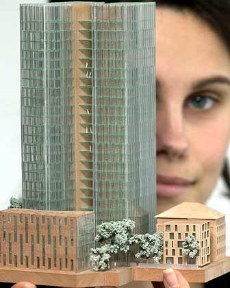 """Lange schon geplant, aber nicht realisiert: Siegermodell des Architektenwettbewerbes für den """"Tower 24"""" von Hochtief. Zwei 26-geschossige, vollverglaste und durch gemeinsame Treppenhäuser miteinander verbundene Hochhaustürme"""