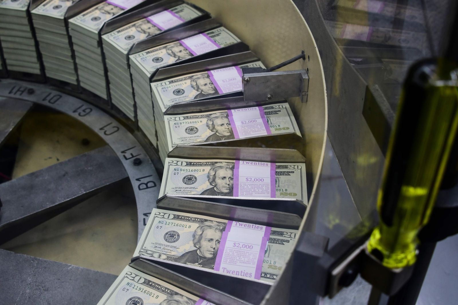 FILES-US-MARKETS-WORLD-CURRENCY