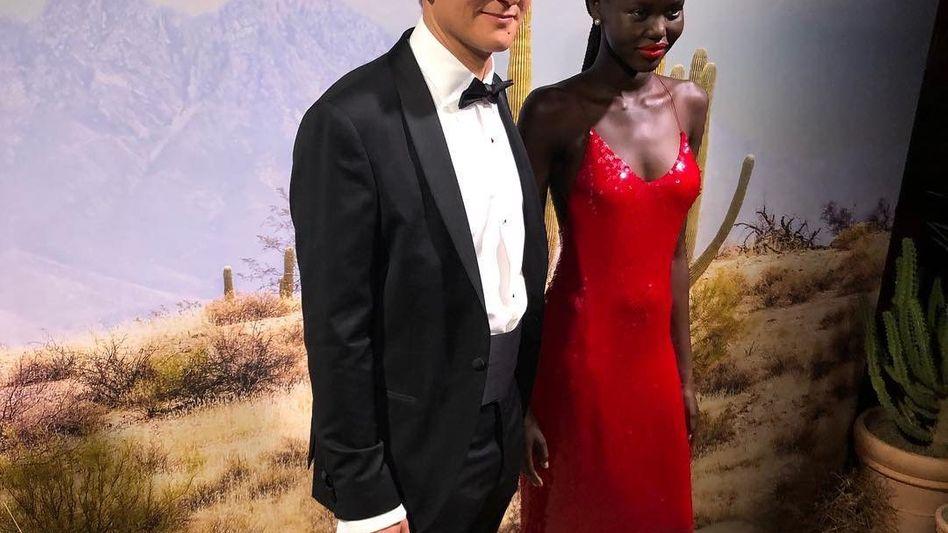 """MÜLLVERMEIDER""""La Bouche Rouge""""-Erfinder Nicolas Gerlier mit Model Adut Akech Bior"""
