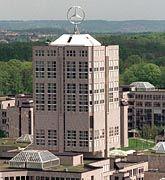 """""""Kaum schwächer vorstellbar"""": Zentrale von DaimlerChrysler in Stuttgart-Möhringen"""