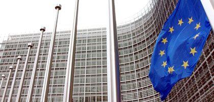 EU-Gebäude in Brüssel: Deutschland darf den Vertrag von Lissabon erst dann ratifizieren, wenn vorher nationale Mitwirkungsrechte gestärkt werden, so die die Karlsruher Richter