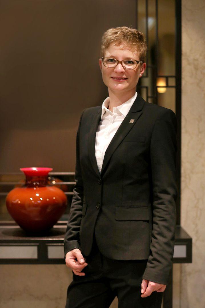 Sommerliere Nina Mann vom Restaurant Zirbelstube im Althoff Hotel Am Schlossgraben in Stuttgart