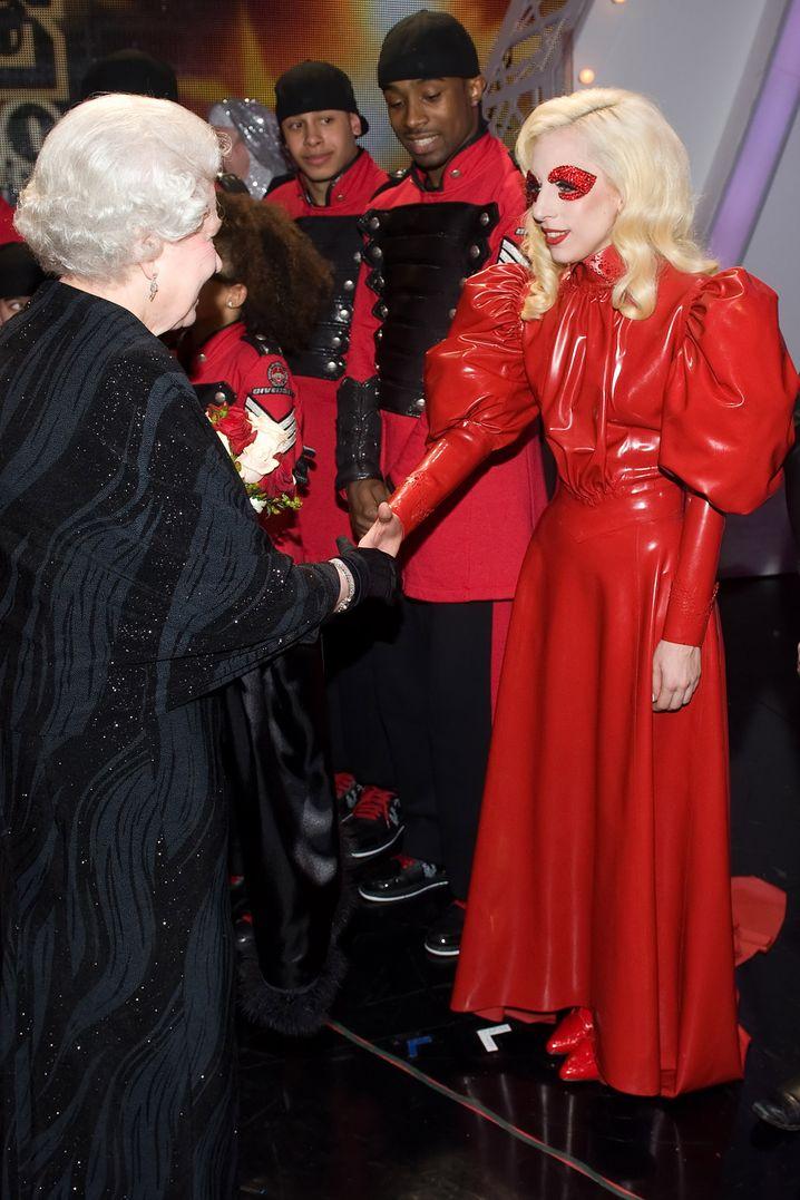 Wie treten Ihre Mitarbeiter öffentlich auf? Was Lady Gaga sich auch im Angesicht der Queen erlauben kann, ist für deutsche Mittelständler vielleicht nicht ganz so opportun