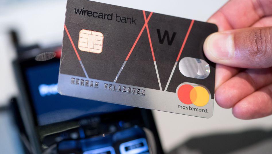 Kreditkarte des umstrittenen Zahlungsdienstleisters Wirecard (Archivaufnahme)