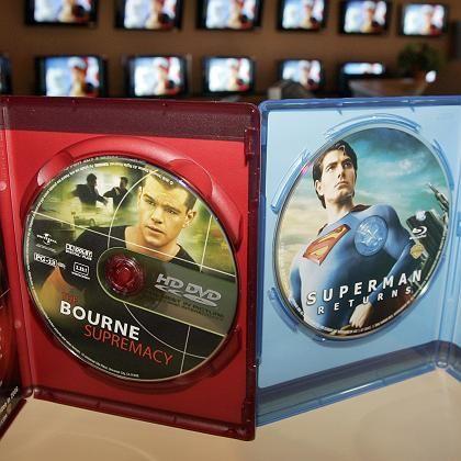 Kampf entschieden: HD-DVD (l.) versus Blu-ray