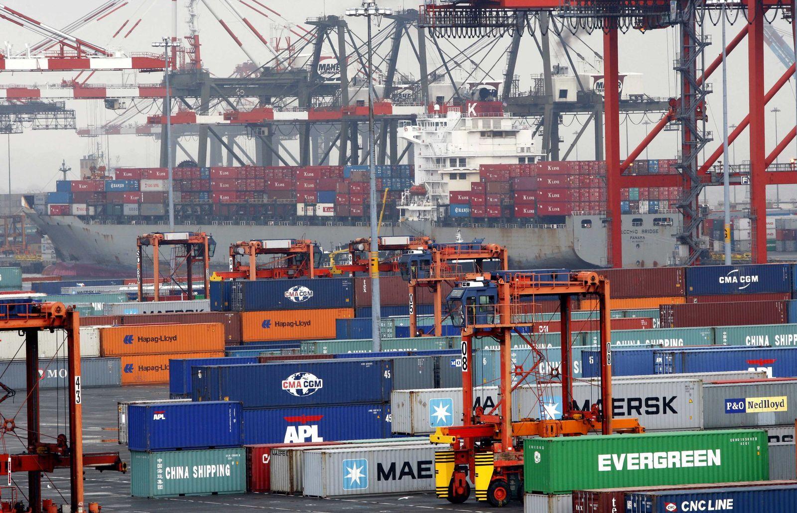 USA / Wirtschaft / Hafen / Container XXL