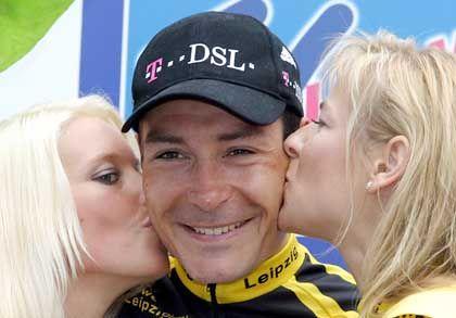 Das 10-Millionen-Team: Erik Zabel (M.), Kapitän des Team Telekom, künftig Team T-Mobile genannt