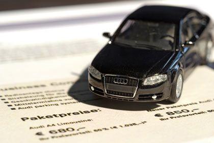 Vorteil eines Auslaufmodells: Bei der Ablösung eines Fahrzeugs durch den Nachfolger - wie etwa beim Audi A4 zur IAA - bieten die Hersteller den Alten oft mit mehr Ausstattung zum günstigen Preis an.