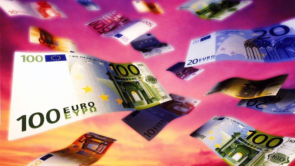 """""""Weiterer Schaden für die Sparkultur"""": Banken und Versicherer kritisieren das Anleihenkaufprogramm der EZB. Die Sparer, die schon jetzt kaum noch Zinsen für ihre Einlagen beküämen, seien der Verlierer dieser Politik"""