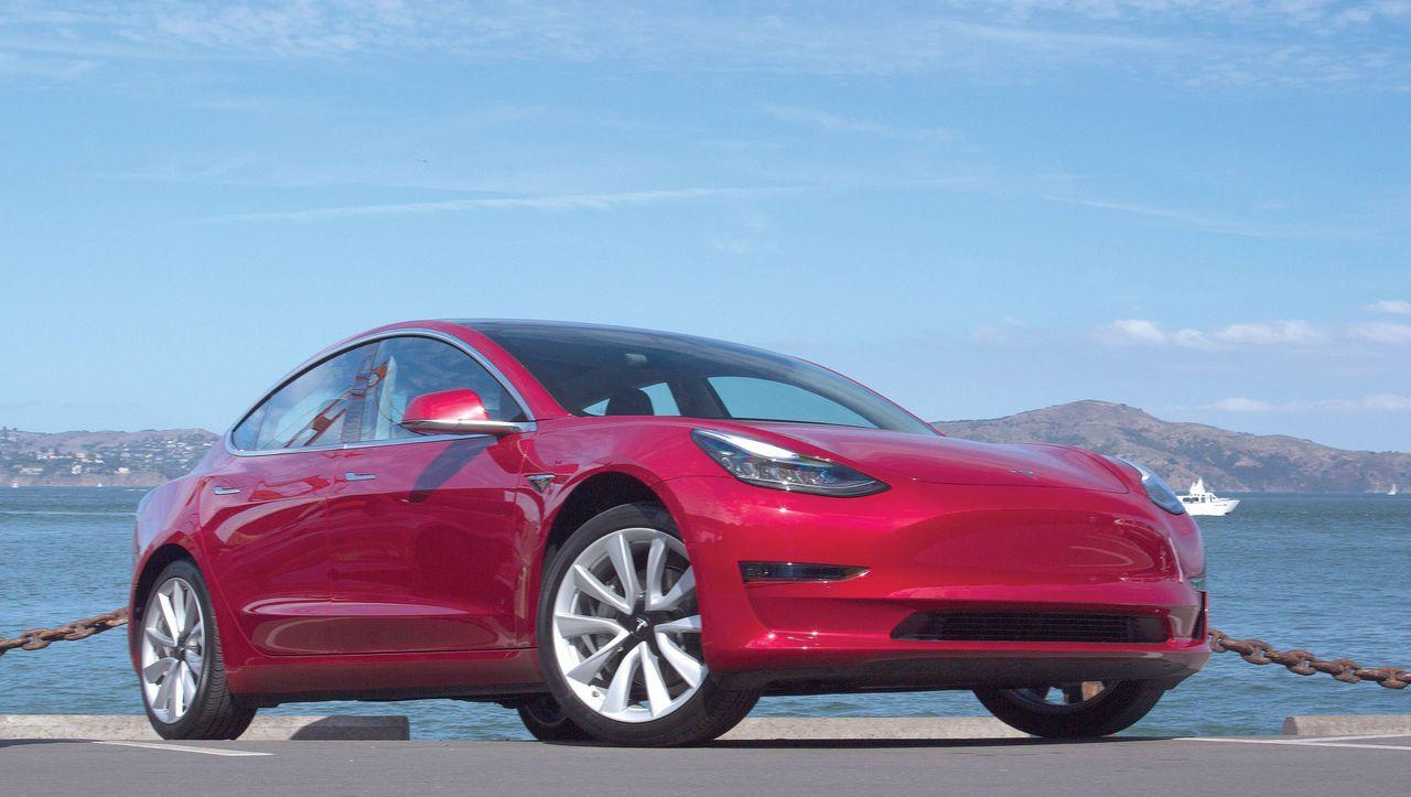 Tesla Aktie auf Rekordhoch, Elon Musk bietet Software as a Service - manager magazin - Unternehmen