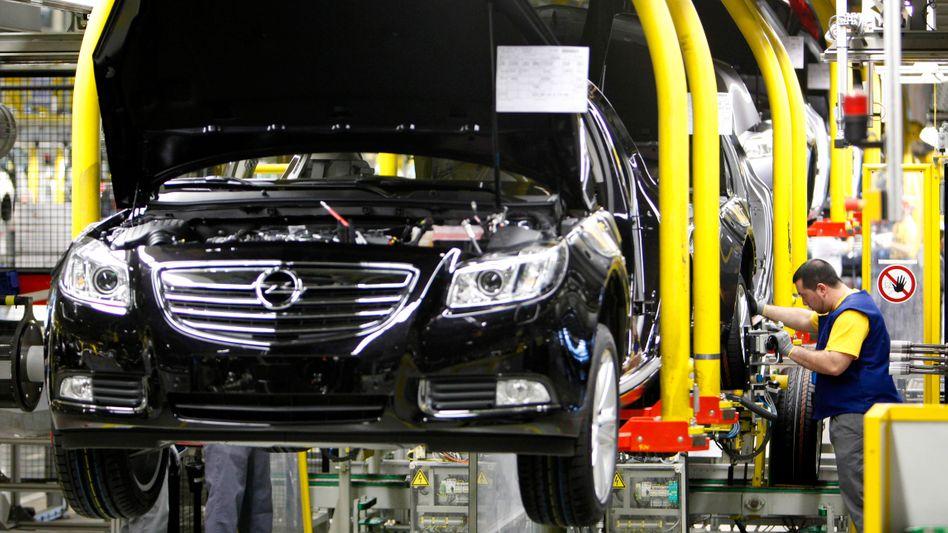Autoproduktion bei Opel: Bei dem Hersteller fallen wegen der Nachfrageschwäche demnächst Schichten aus